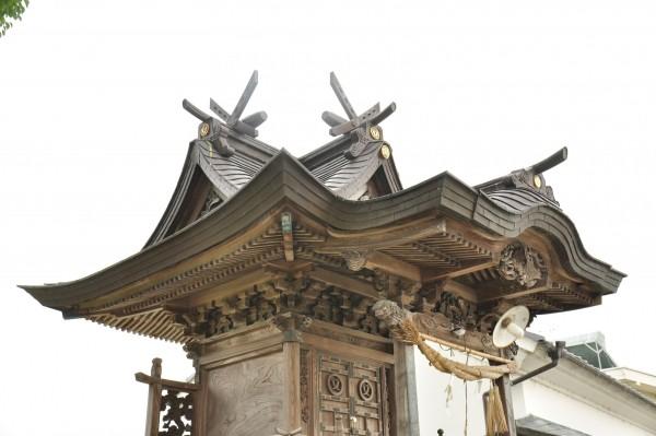西山神社本殿 本屋根曲線①