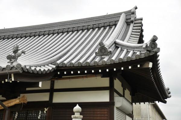 新羅神社拝殿屋根曲線