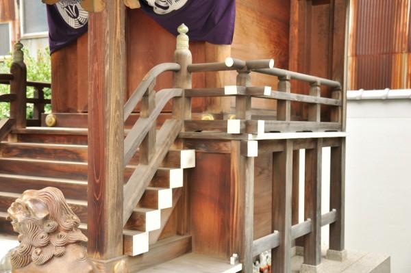 三寶稲荷神社本殿高欄