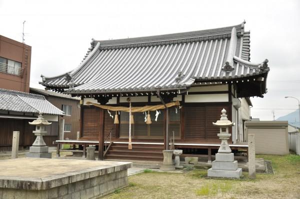 新羅神社拝殿メイン