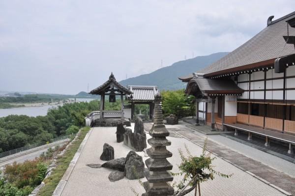 4本楽寺客殿と庭園