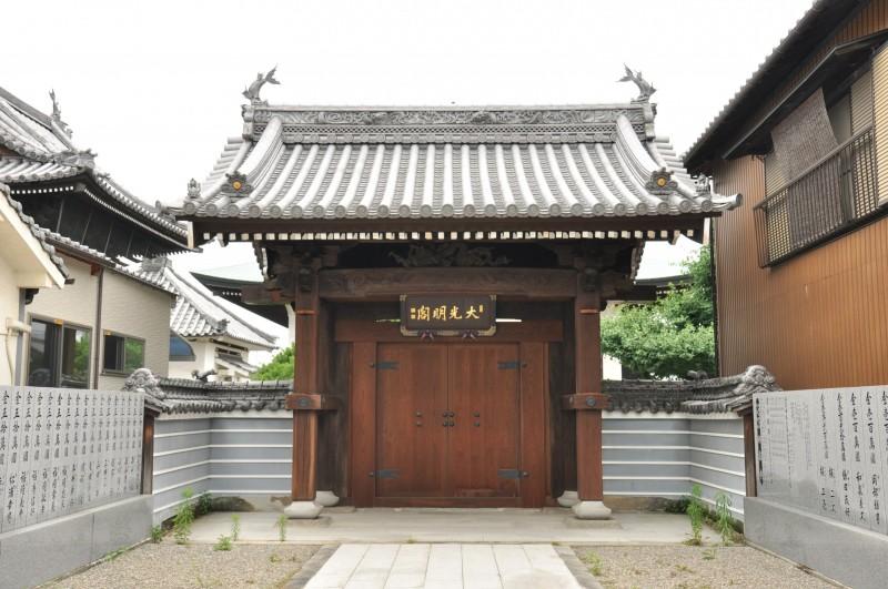 興泉寺山門メイン