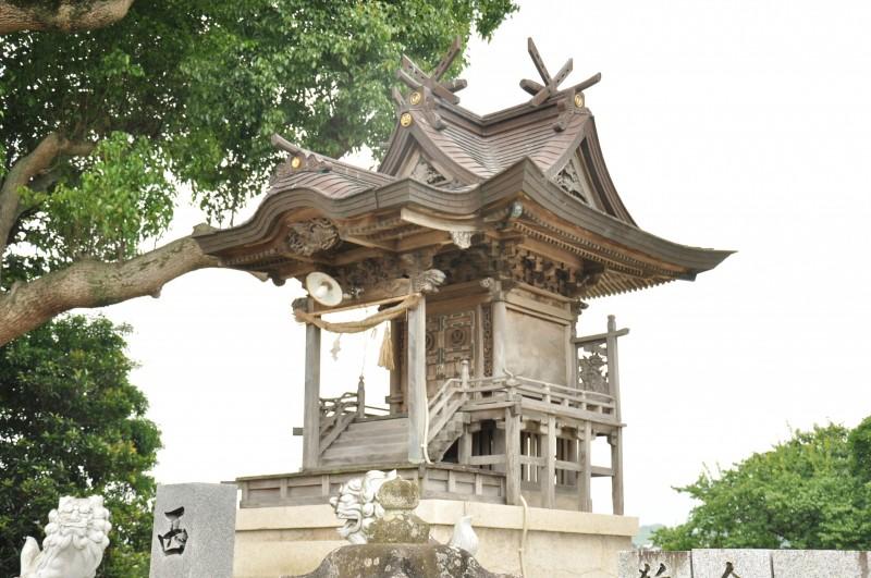 西山神社本殿メイン