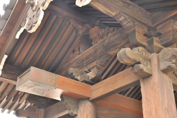 興泉寺山門 妻面彫刻