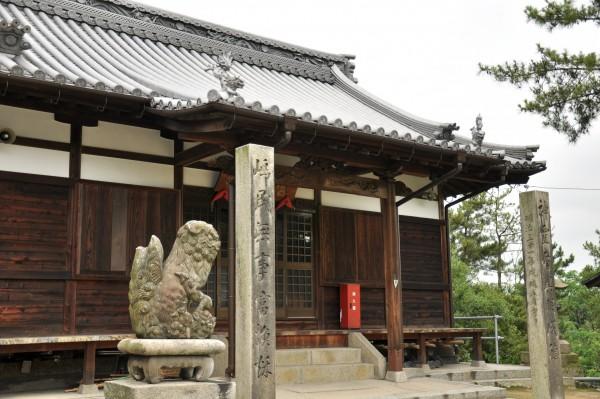 瀬居八幡宮拝殿3