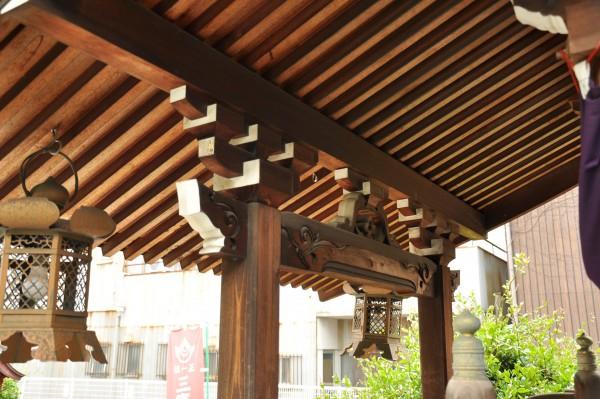 三寶稲荷神社本殿向拝彫刻