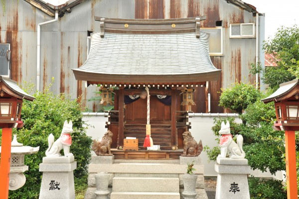 三寶稲荷神社本殿メイン